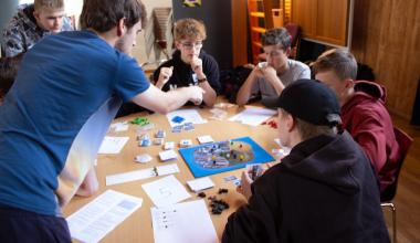 11 udskolingsklasser spillede Verdensmålsspil på Københavns Mediegymnasium